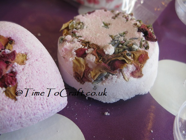round shaped bath bomb