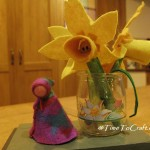 How to make a felt daffodil or two