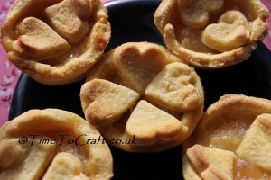flower heart apple pies
