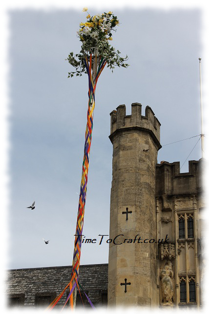 birds and maypole