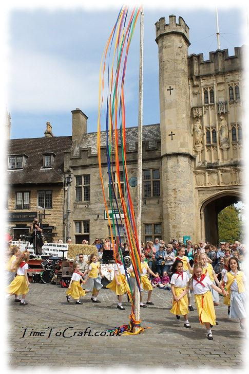 skipping at start of maypole