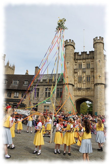 weaving maypole