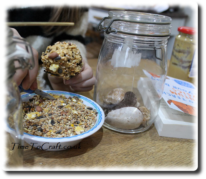 making peanut and seed bird feeders using pine cone