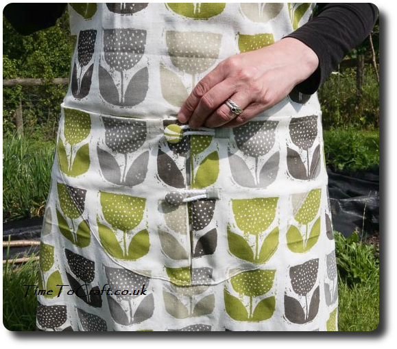 closed pocket on kitchen garden apron