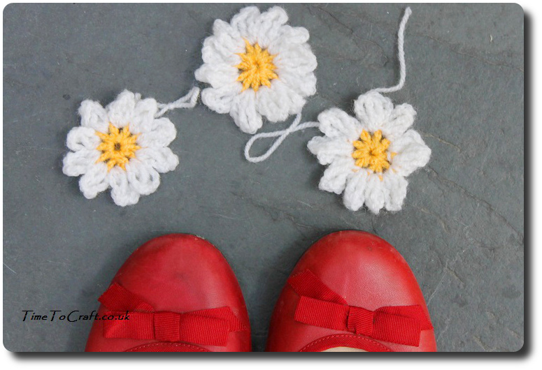 crochet daisy chain