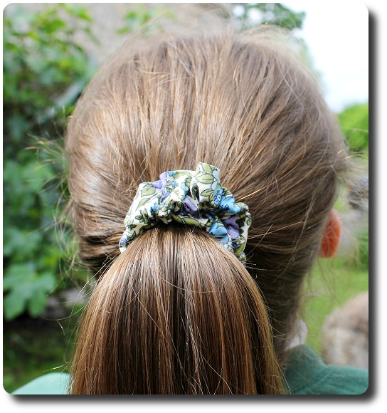 how to make a scrunchy hair band making a ponytail