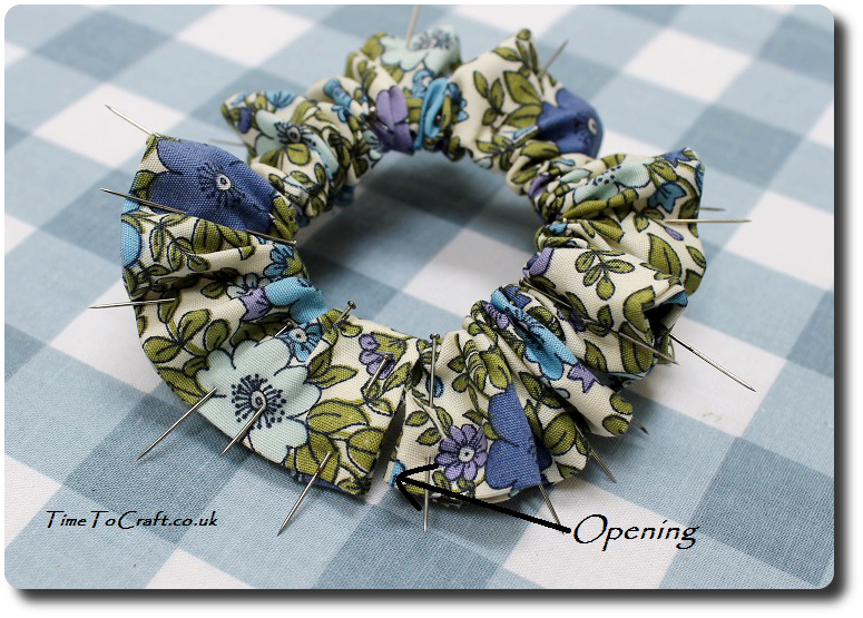 how to make a scrunchy hair band pinning fabric
