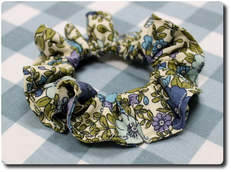 how to make a scrunchy hair band sewn up