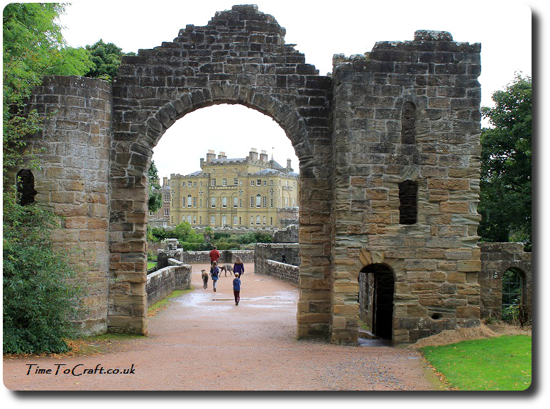 culzean-castle-through-archway