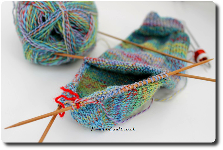 sock-knitting-on-double-pointed-needles-3